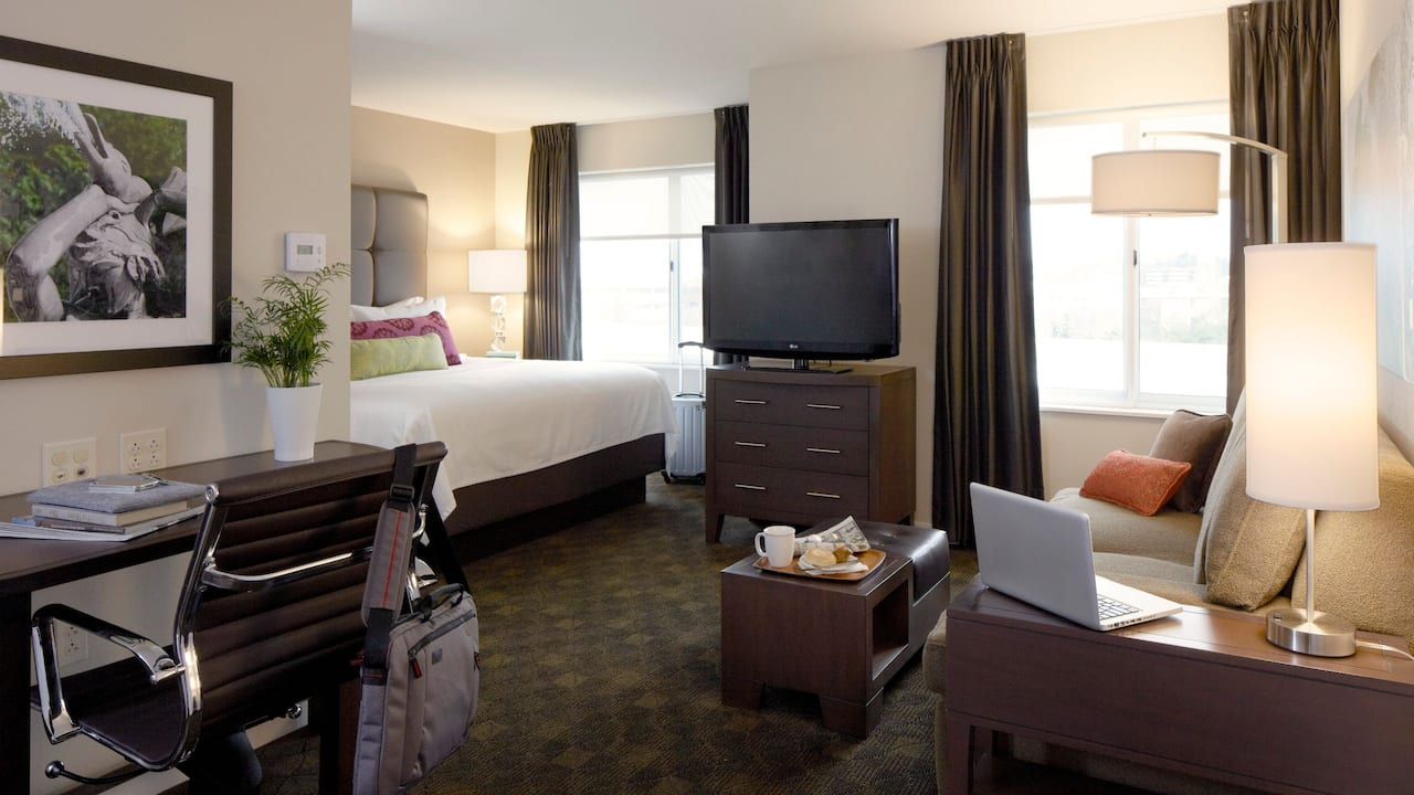 HYATT HOUSE KING OF PRUSSIA Studio Rooms | Guest Living Room