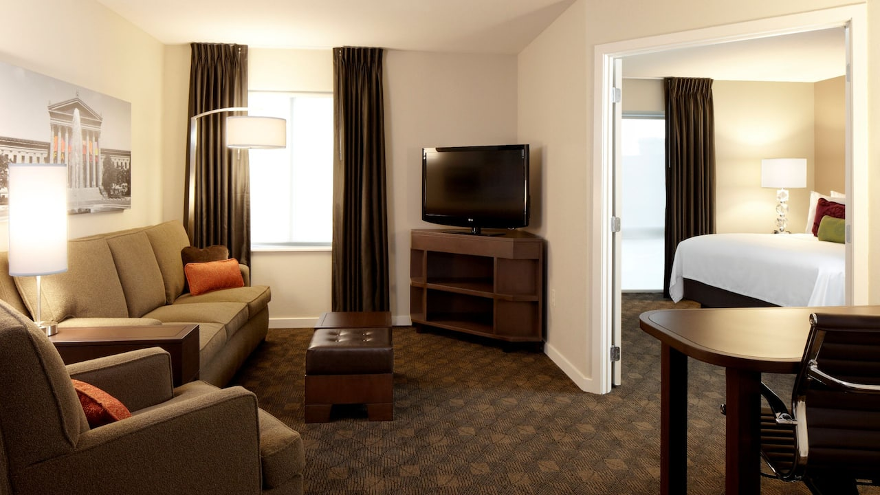 One Bedroom Suite with Sleeper Sofa and Kitchen in KOP – Hyatt House Philadelphia/King of Prussia