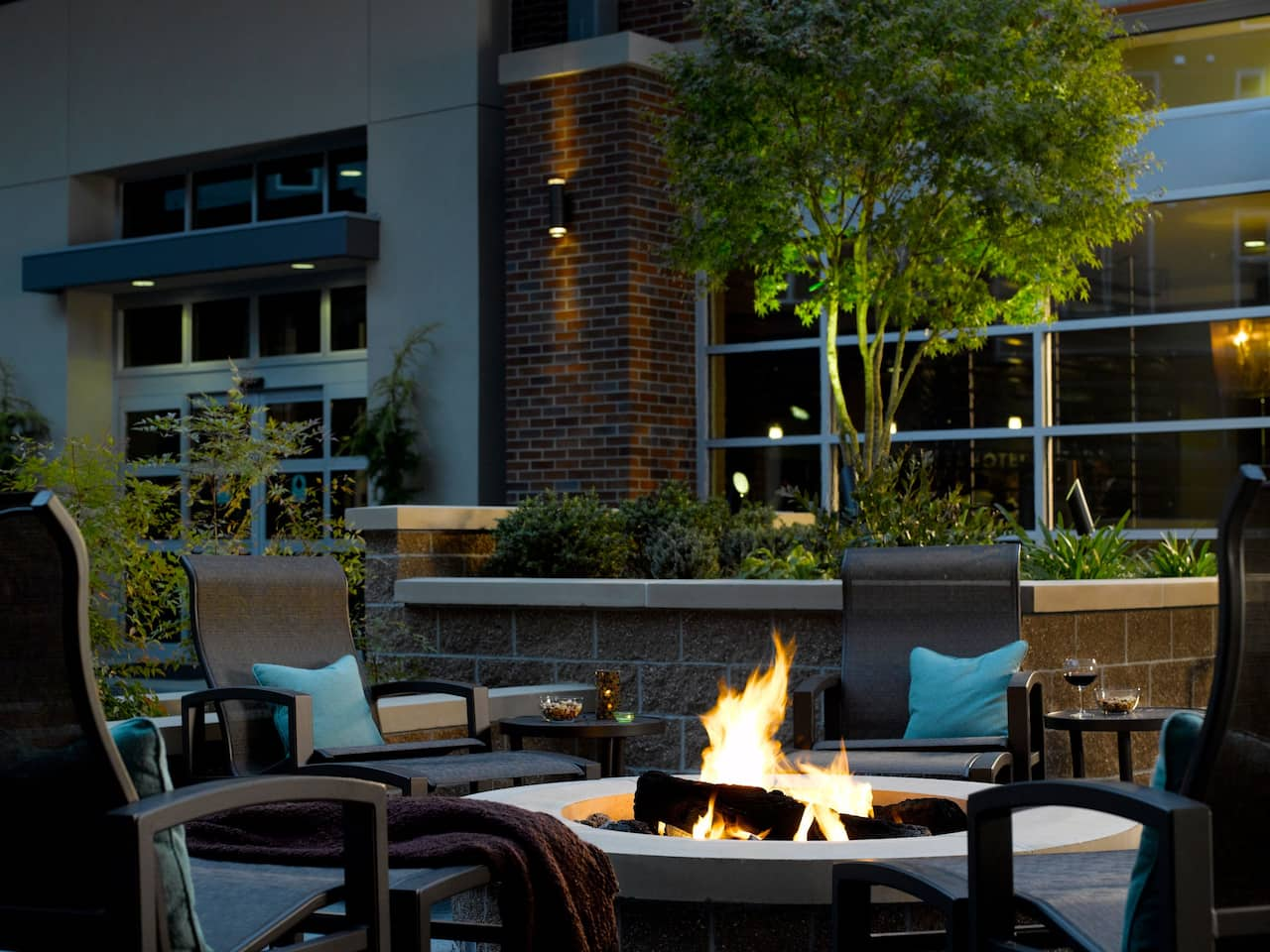 Hyatt House Seattle Redmond Outdoor Firepit Patio
