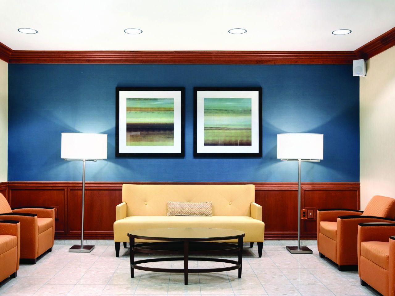 Hyatt House Boston / Burlington Public Seating