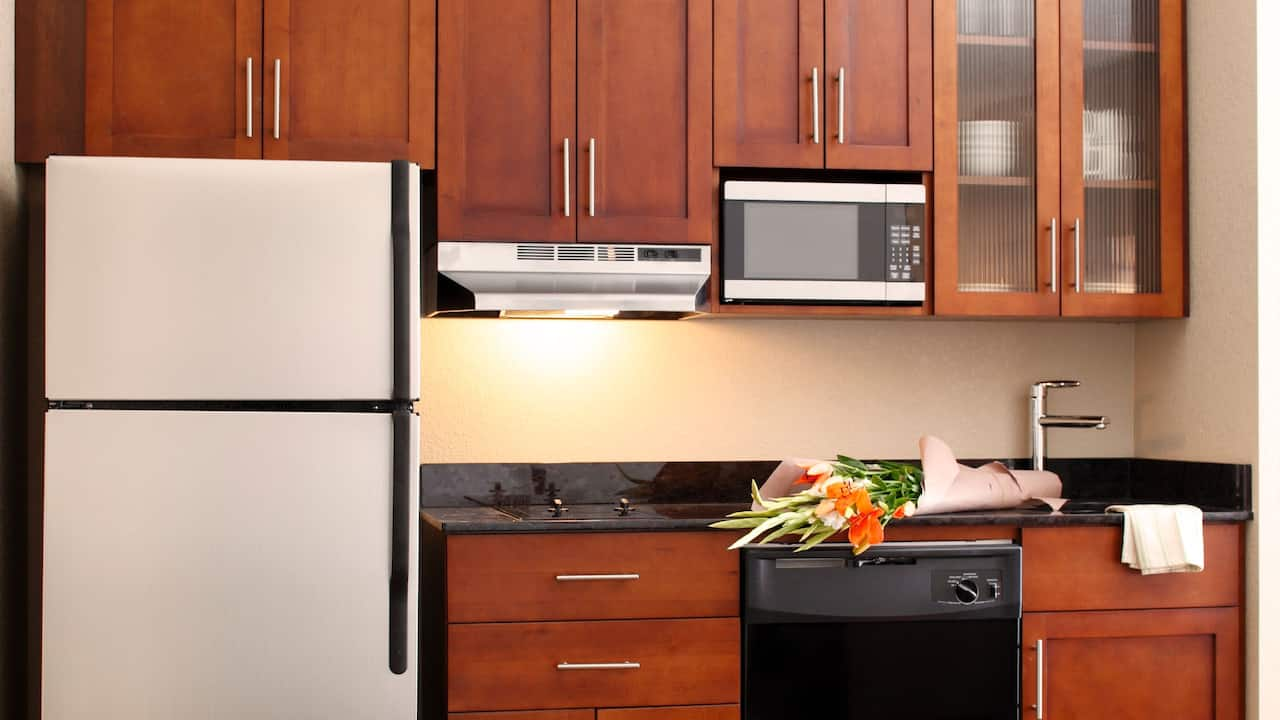 Hyatt House San Jose / Silicon Valley kitchen