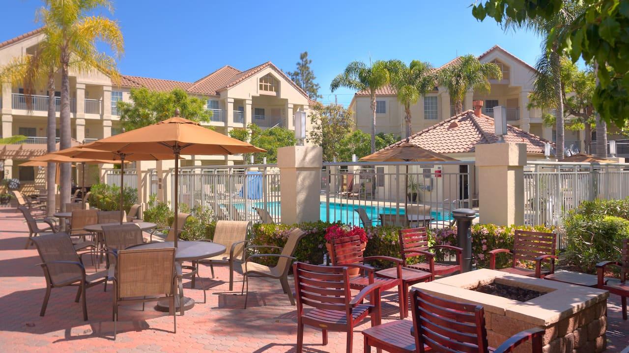 Hyatt House Los Angeles / El Segundo patio and pool