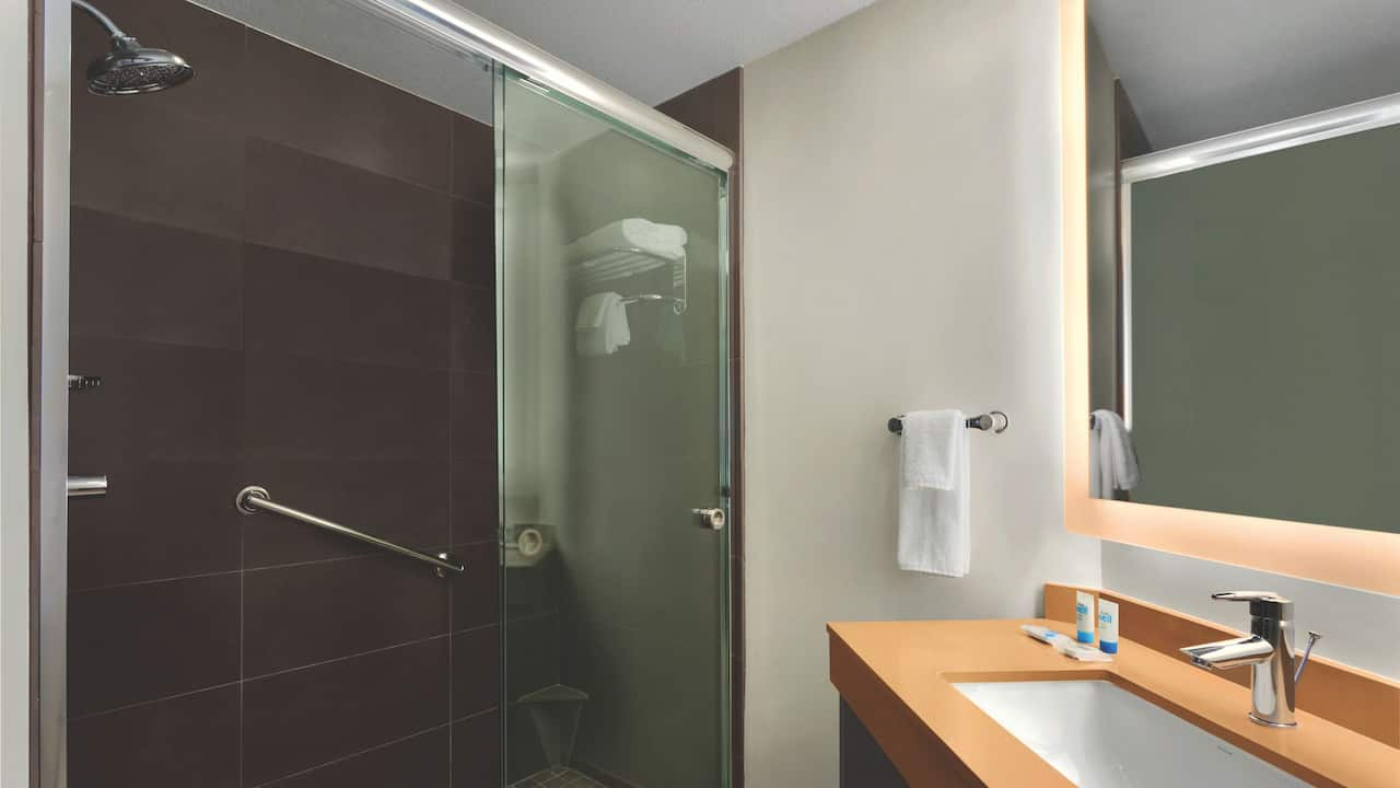Hyatt House San Diego / Sorrento Mesa Roll-In Shower