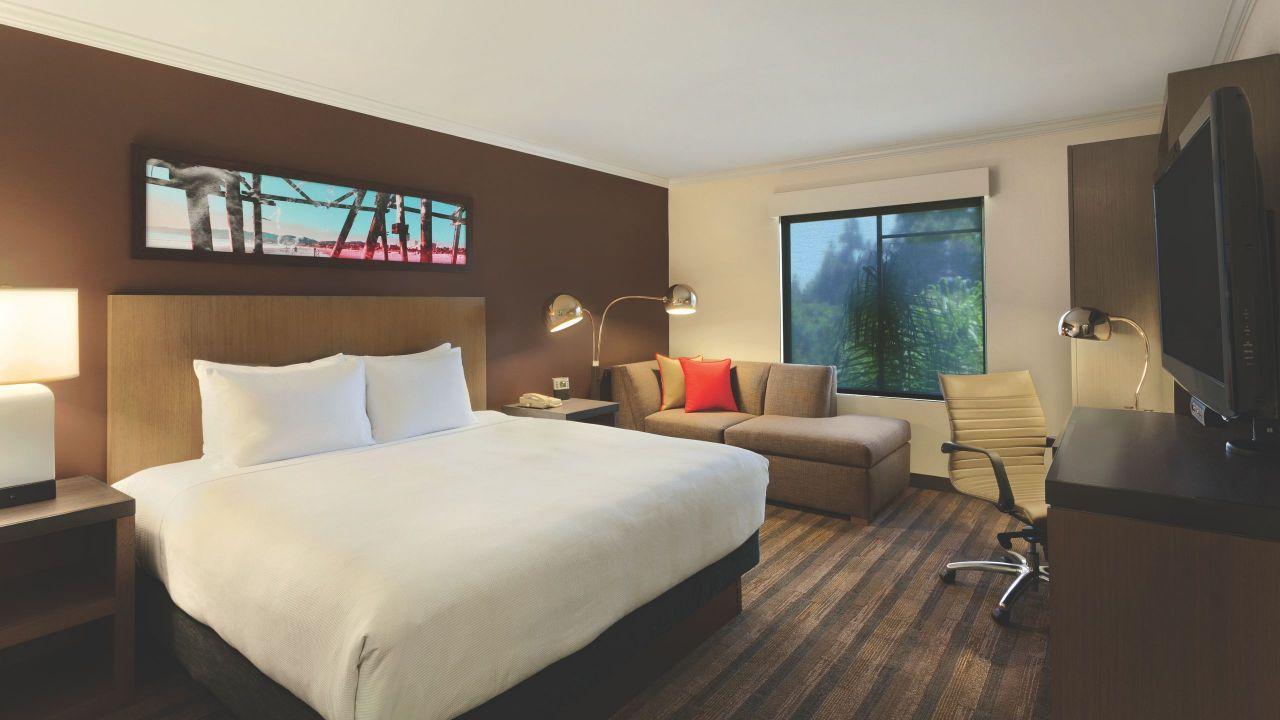 Hyatt House San Diego / Sorrento Mesa Bedroom King