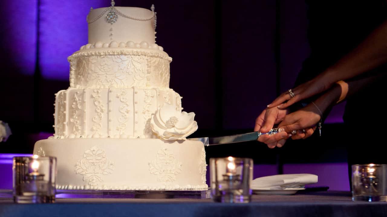 Wedding cake at Hyatt Regency Scottsdale Resort & Spa At Gainey Ranch