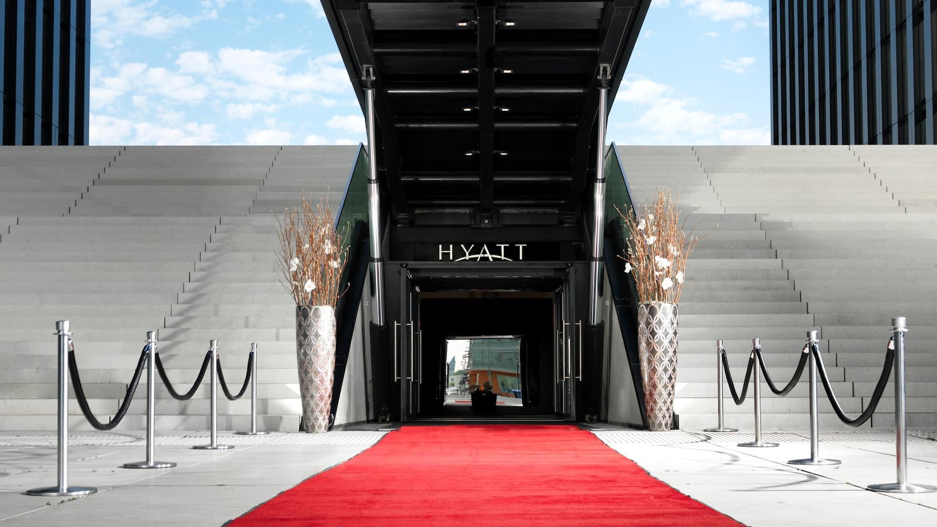 Hydraulic Entrance Foyer