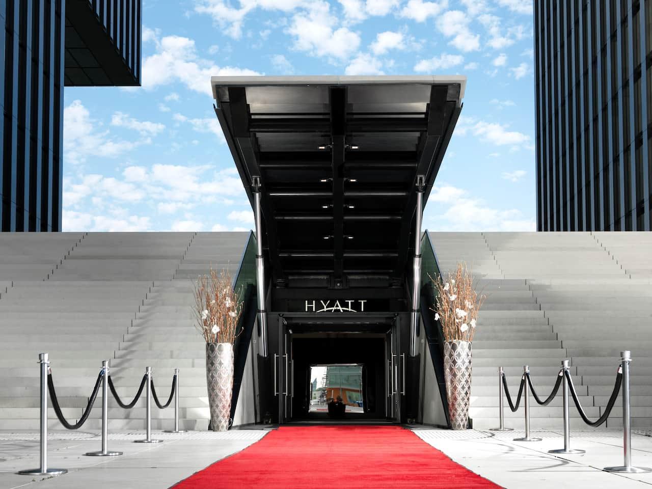 Hydraulische Treppe für spektakuläre Auftritte im Hyatt Regency Düsseldorf