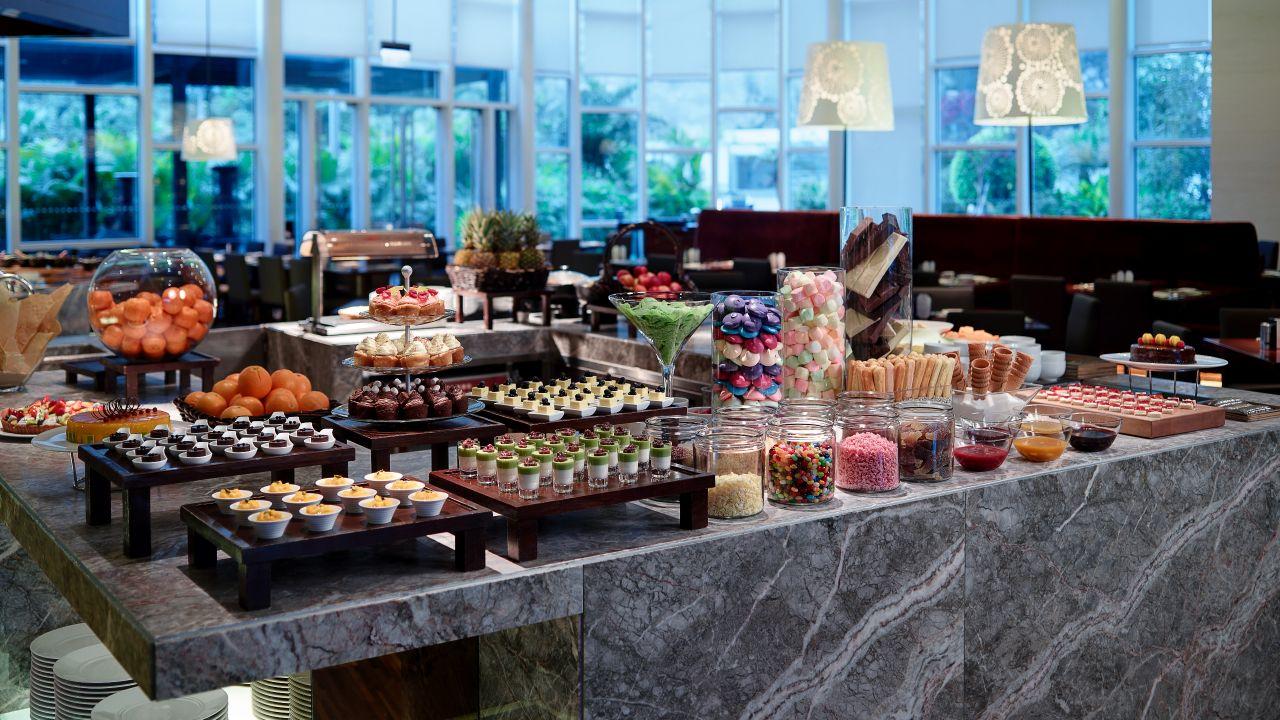 cafe dessert kitchen