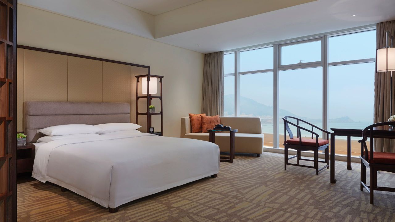 King Ocean View Guestroom