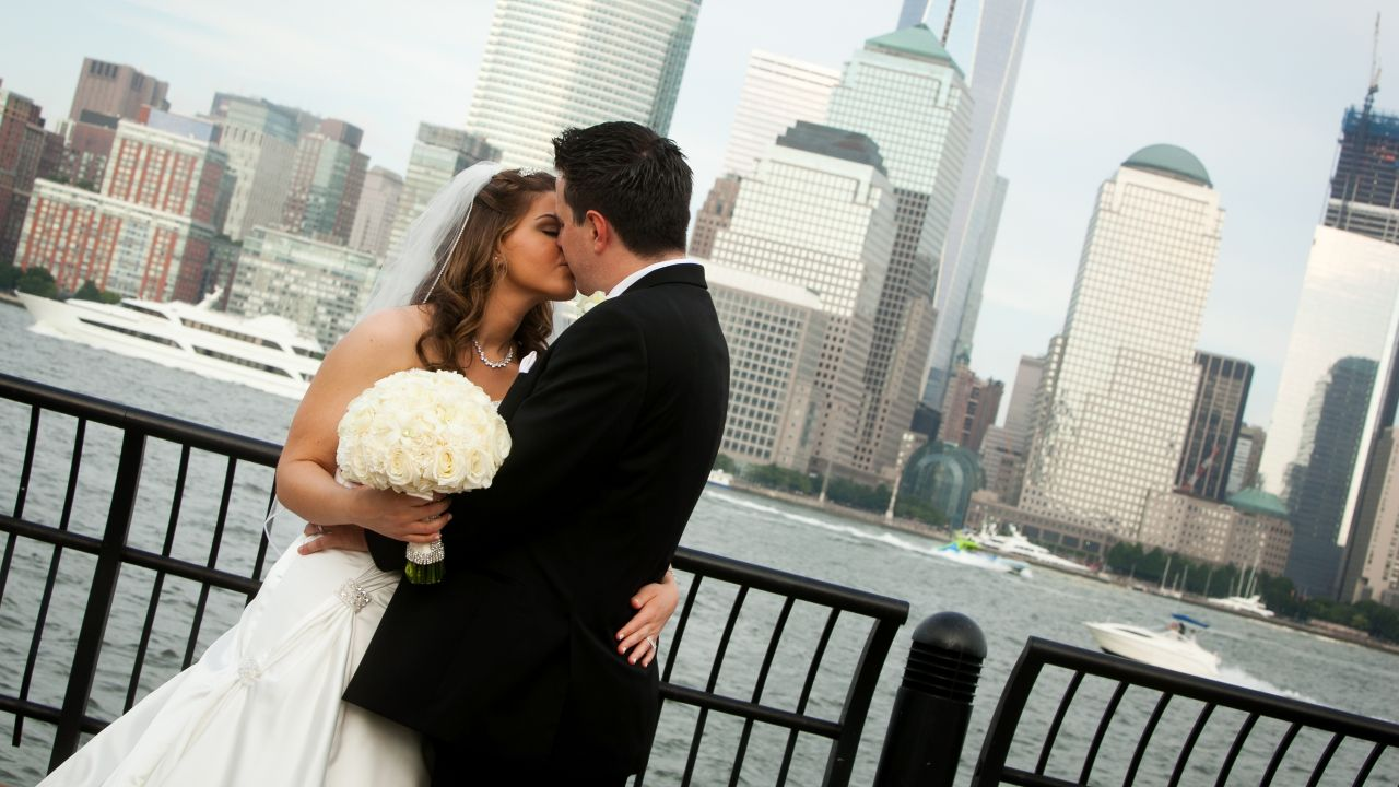 Wedding Kiss Skyline