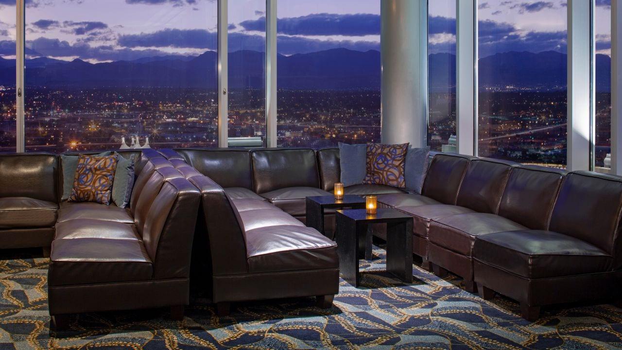 Peaks Lounge