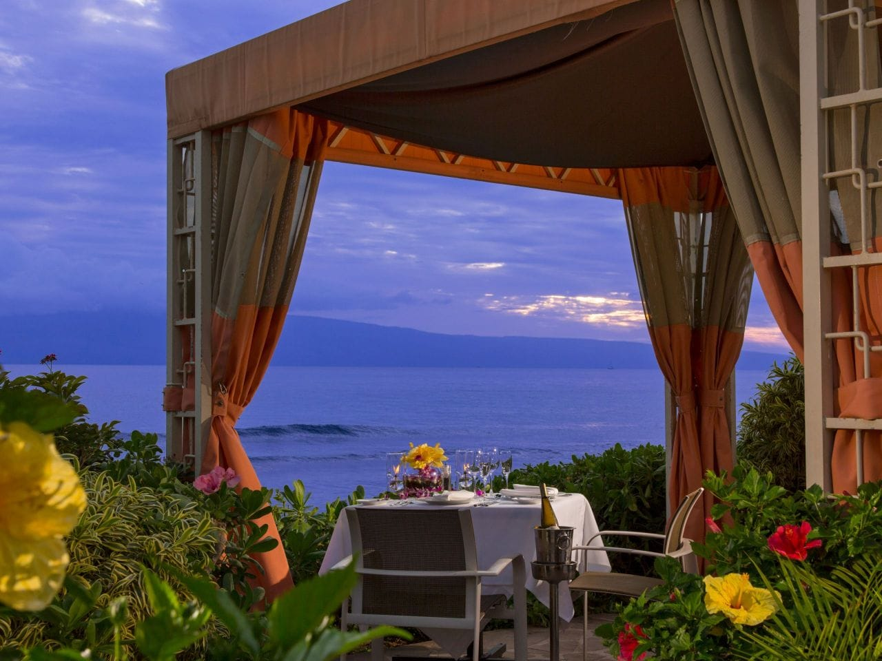 Oceanside Dining Cabana