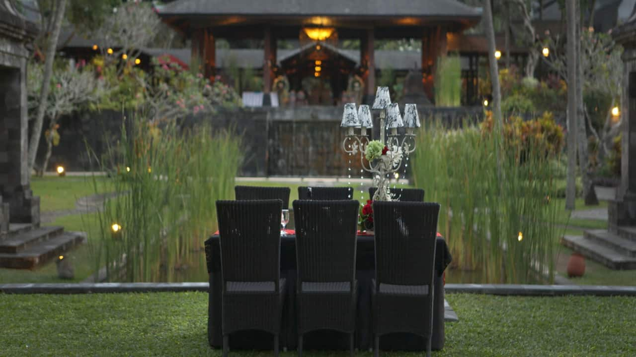 Outdoor Dining Sets at the Hyatt Regency Yogyakarta
