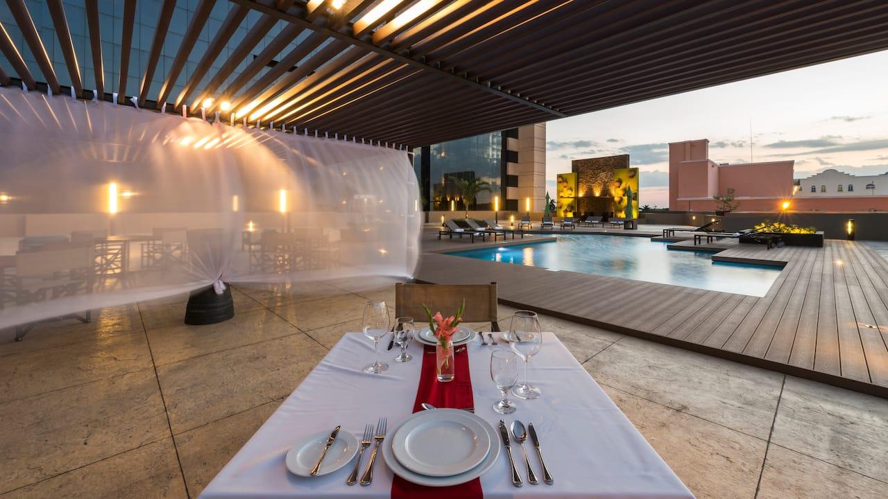 Merida Poolside Dining