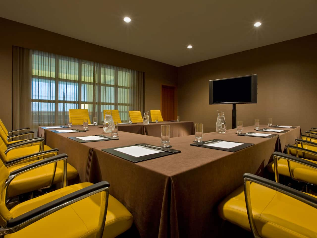 Hyatt Regency McCormick Place Meeting Table