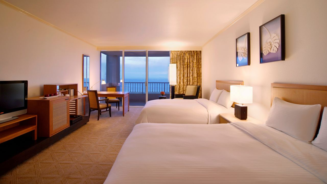 Twin Club room with ocean view