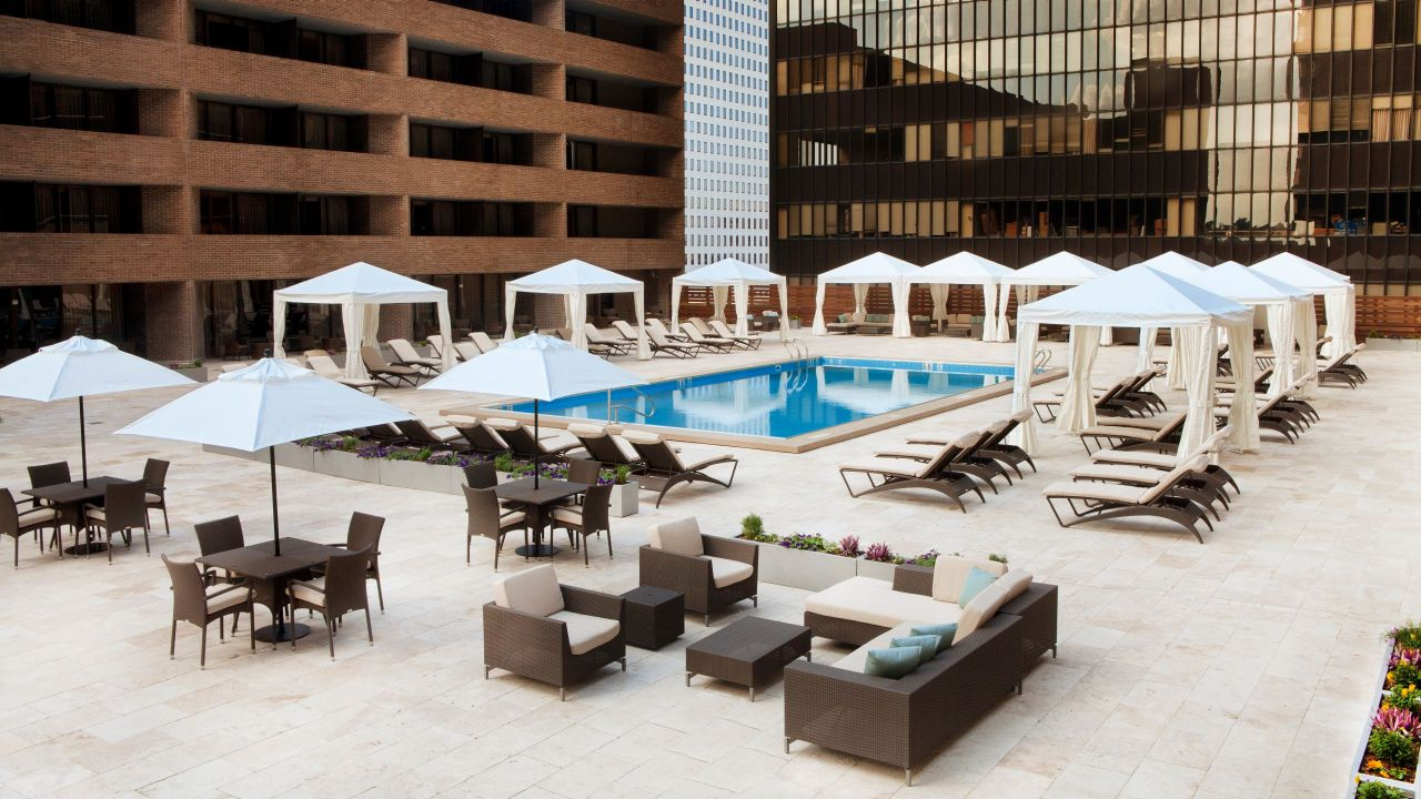 Pool Seating Hyatt Regency New Orleans
