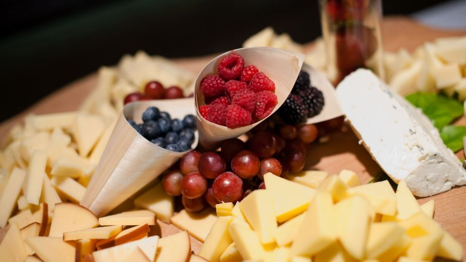 valen p026 fruit and cheese 16x9 adapt 960 540 jpg