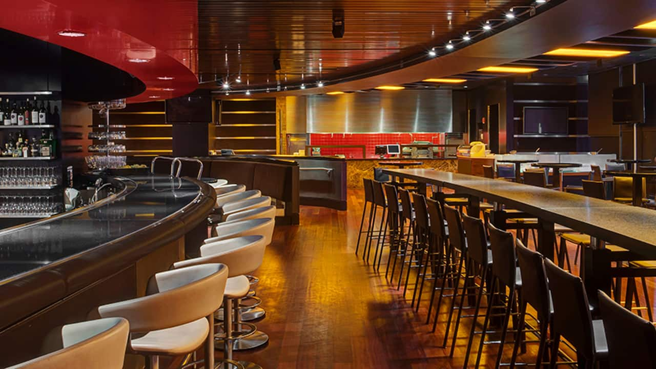 Chicago Airport Hotels – Red Bar at Hyatt Regency O'Hare Chicago