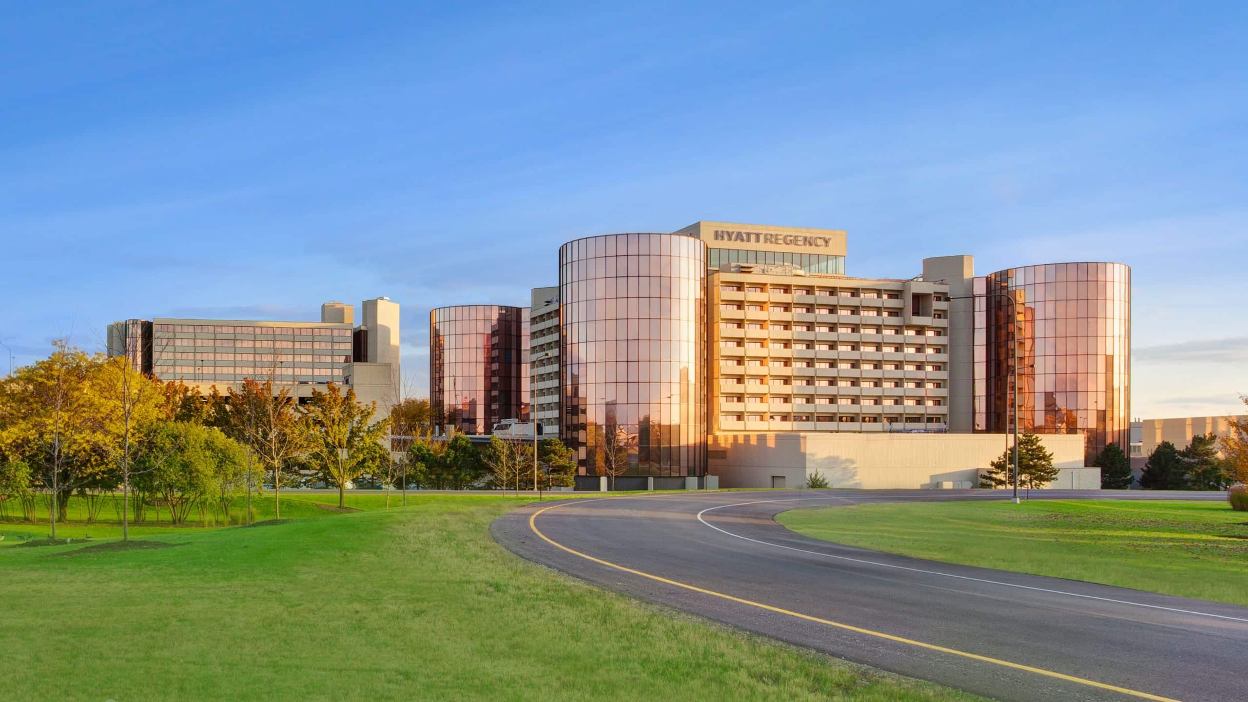 O'Hare Airport Hotel With Shuttle | Hyatt Regency O'Hare Chicago on