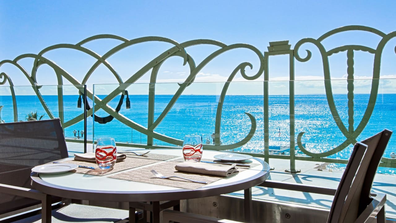 Restaurant BarTerrasse Le 3e àl'HôtelHyattRegencyNicePalaisDe LaMéditerranée
