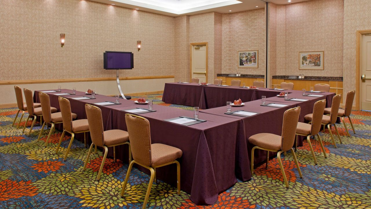 U-shaped Meeting Room