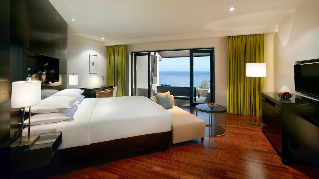 5-star Phuket Hotel in Kamala Beach 1 King Bed Deluxe Ocean View Club Access