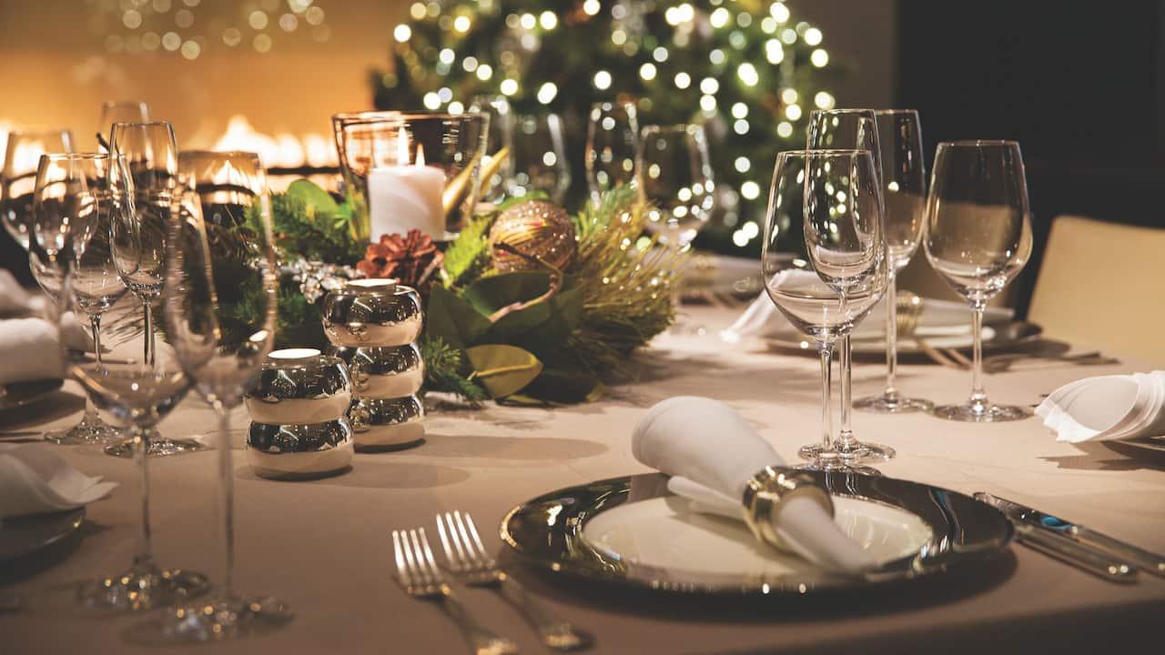 festive Christmas dinner setting