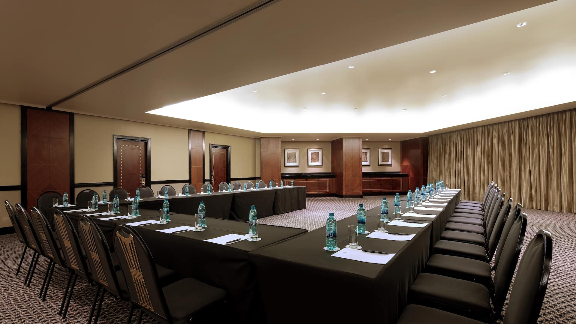 A conference room wih ample space for large meetings