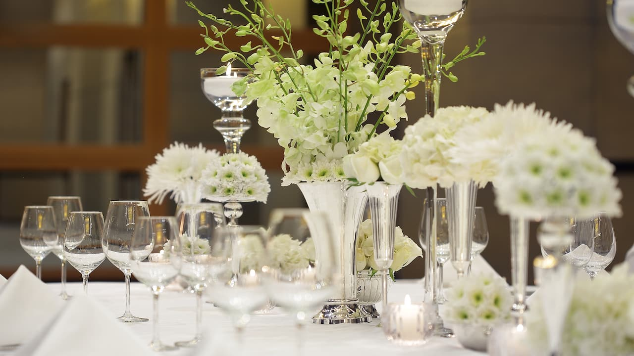 Floral wedding table decor