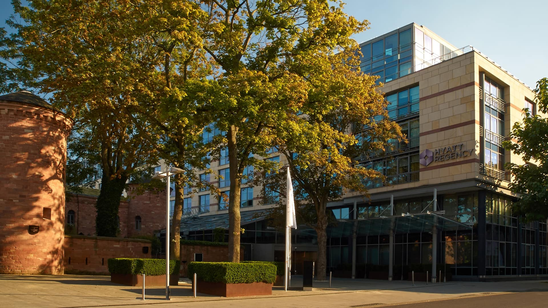 Haupteingang des Hyatt Regency Mainz