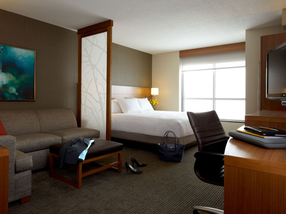 hyatt place king bed guestroom