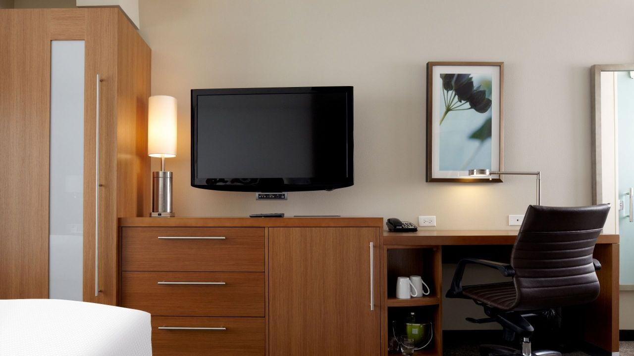 hyatt hotel tv and desk space