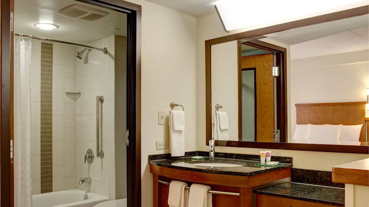 Hyatt Place Tucson Airport Tub Bathroom