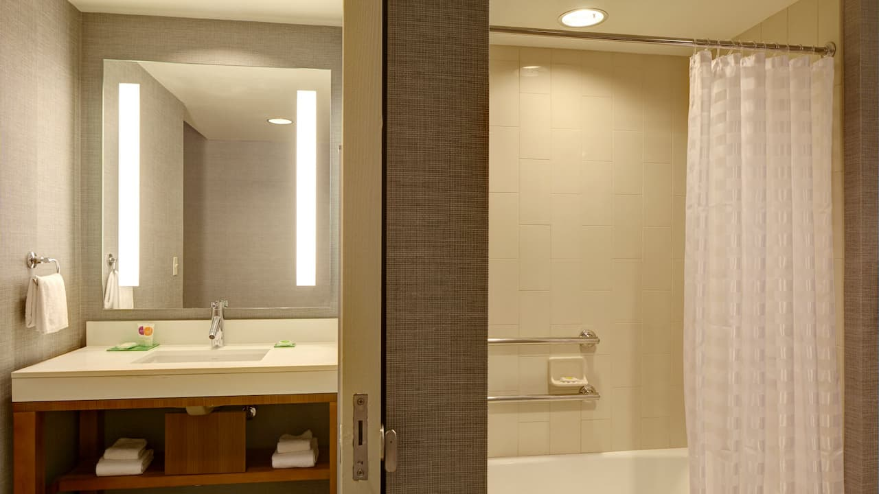 Hyatt Place Phoenix-North Accessible Bath