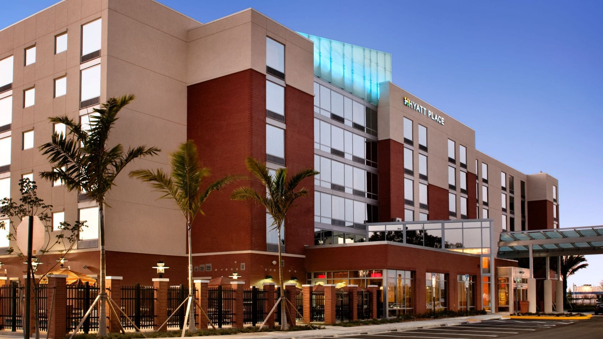 Modern Hotel near Tampa Premium Outlets® | Hyatt Place Tampa ...