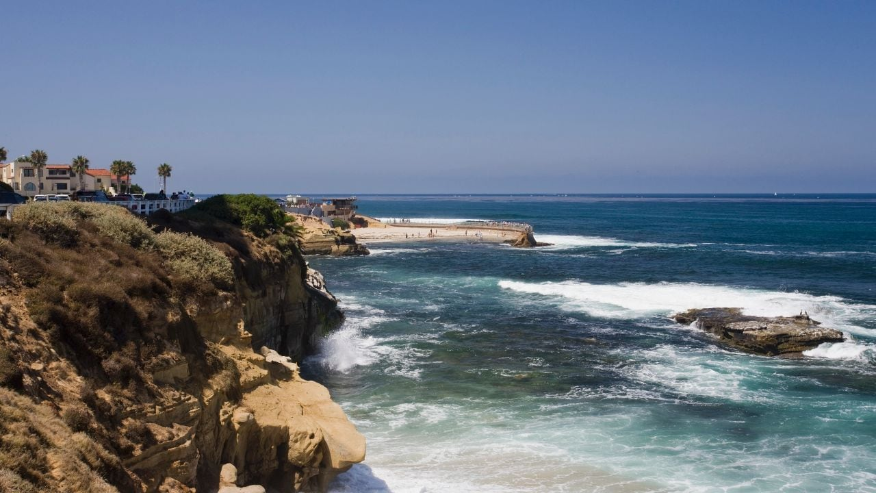 Cliffs overlooking Pacific Ocean in San Diego