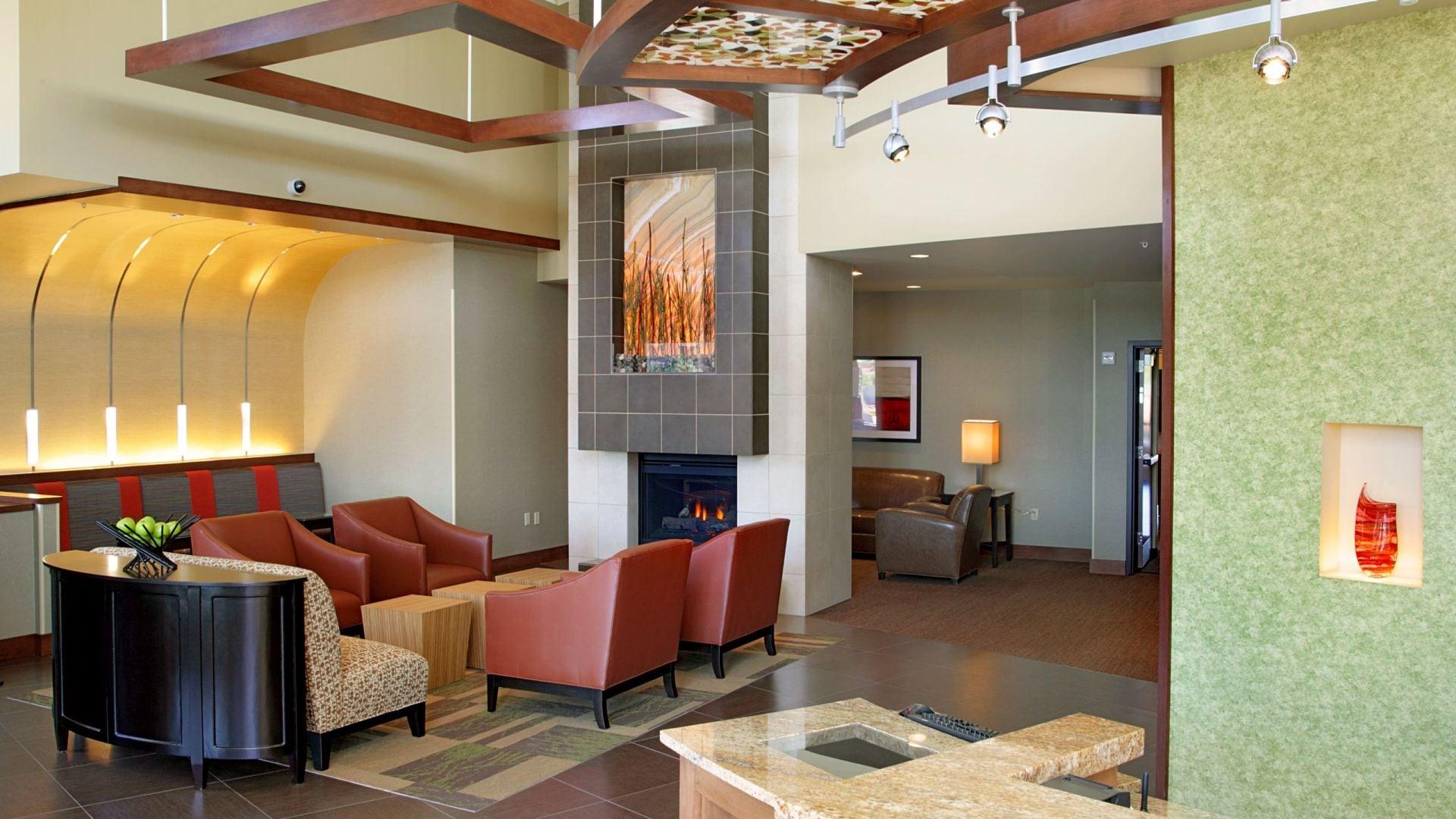 Hyatt Place Phoenix / Mesa lobby lounge area