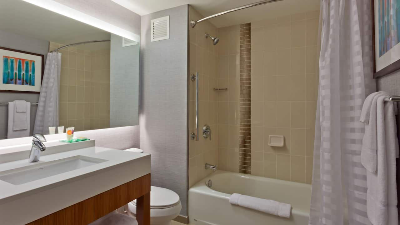 Hotel Bathroom Hyatt Place Chicago/River North