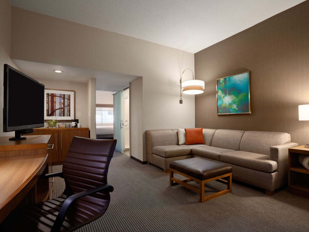 Hyatt Place Minneapolis / Downtown suite living area