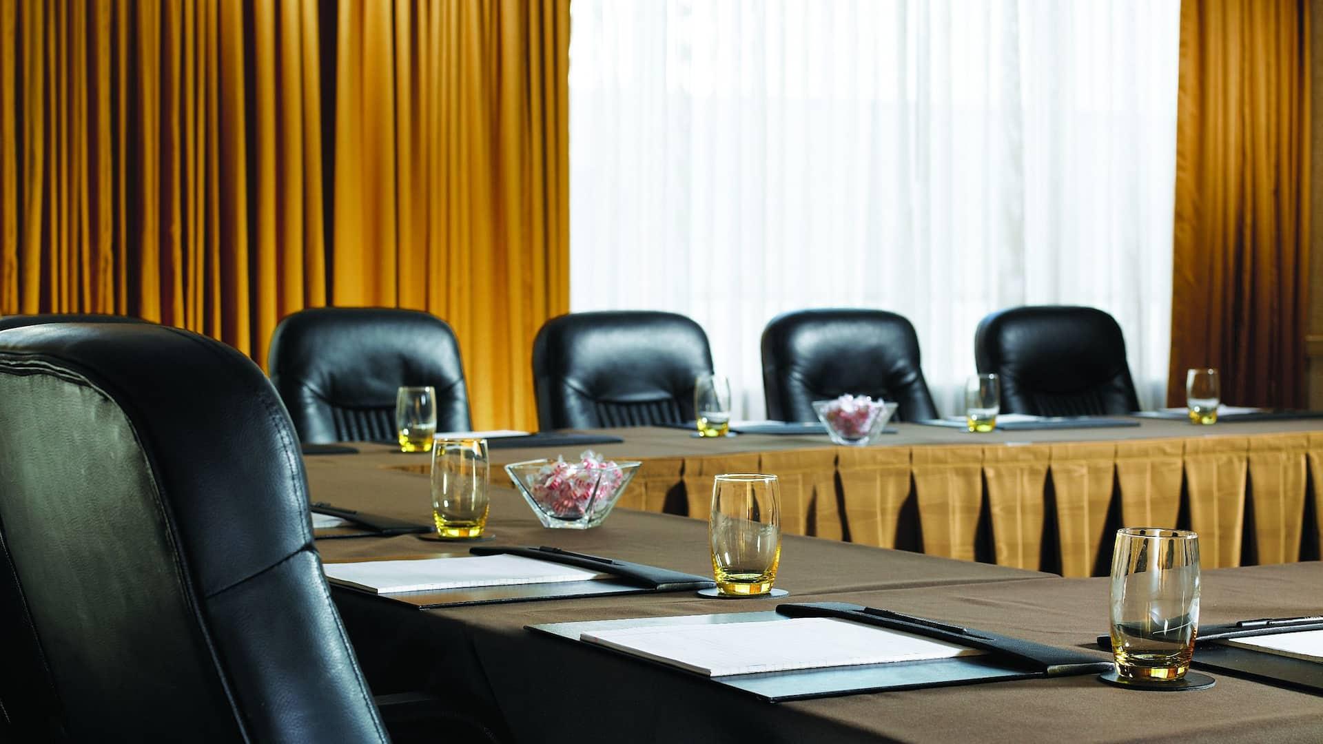 U-shaped Meeting Room