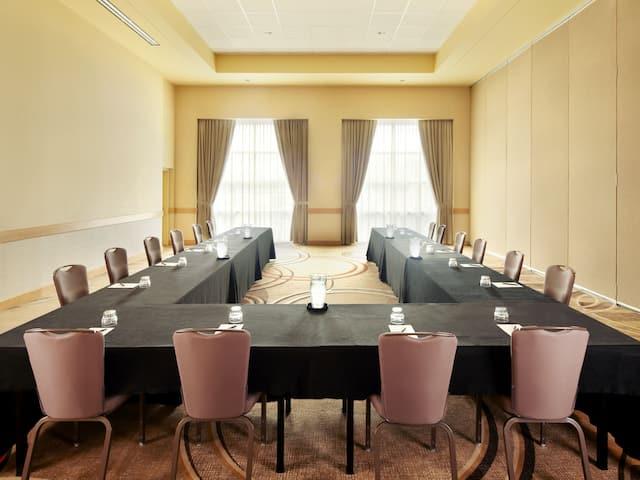 Hyatt Rosemont Boardroom