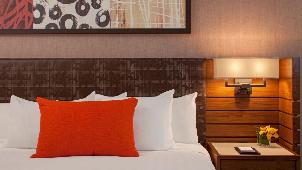 Standard King Bed Detail