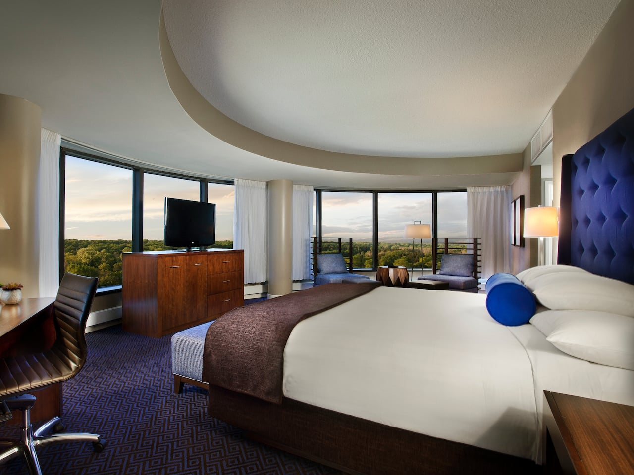 King room with panoramic views