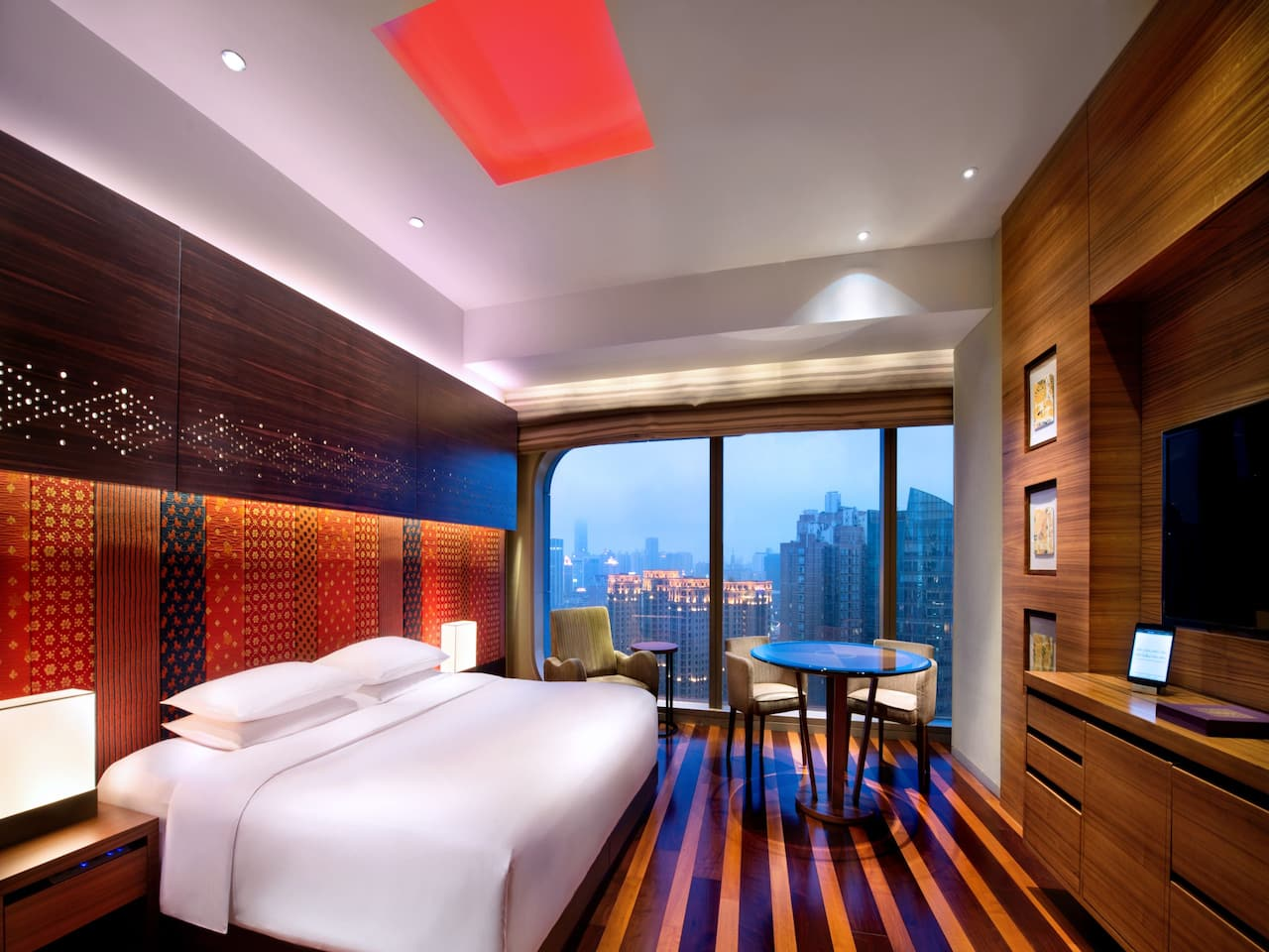 1 King Bed with Xintiandi View