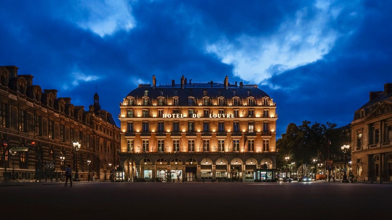 Paris exterior at night