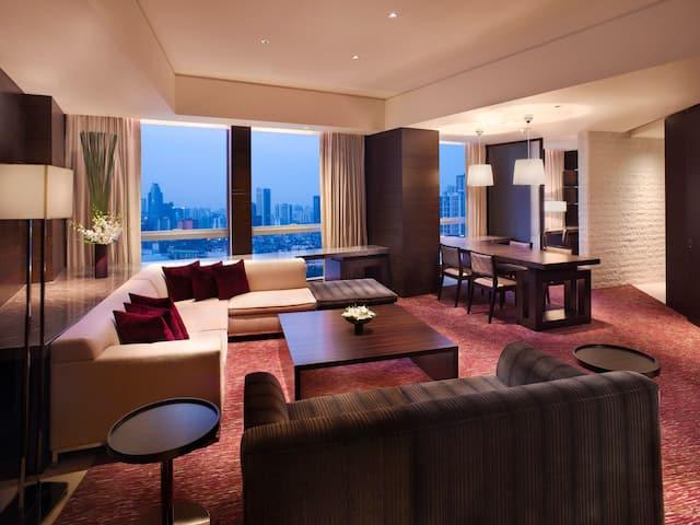 Grand Executive Suite Living area