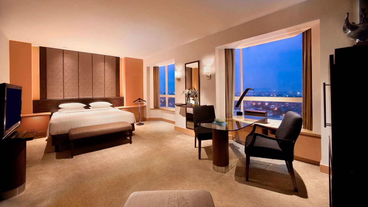 grand room bedroom