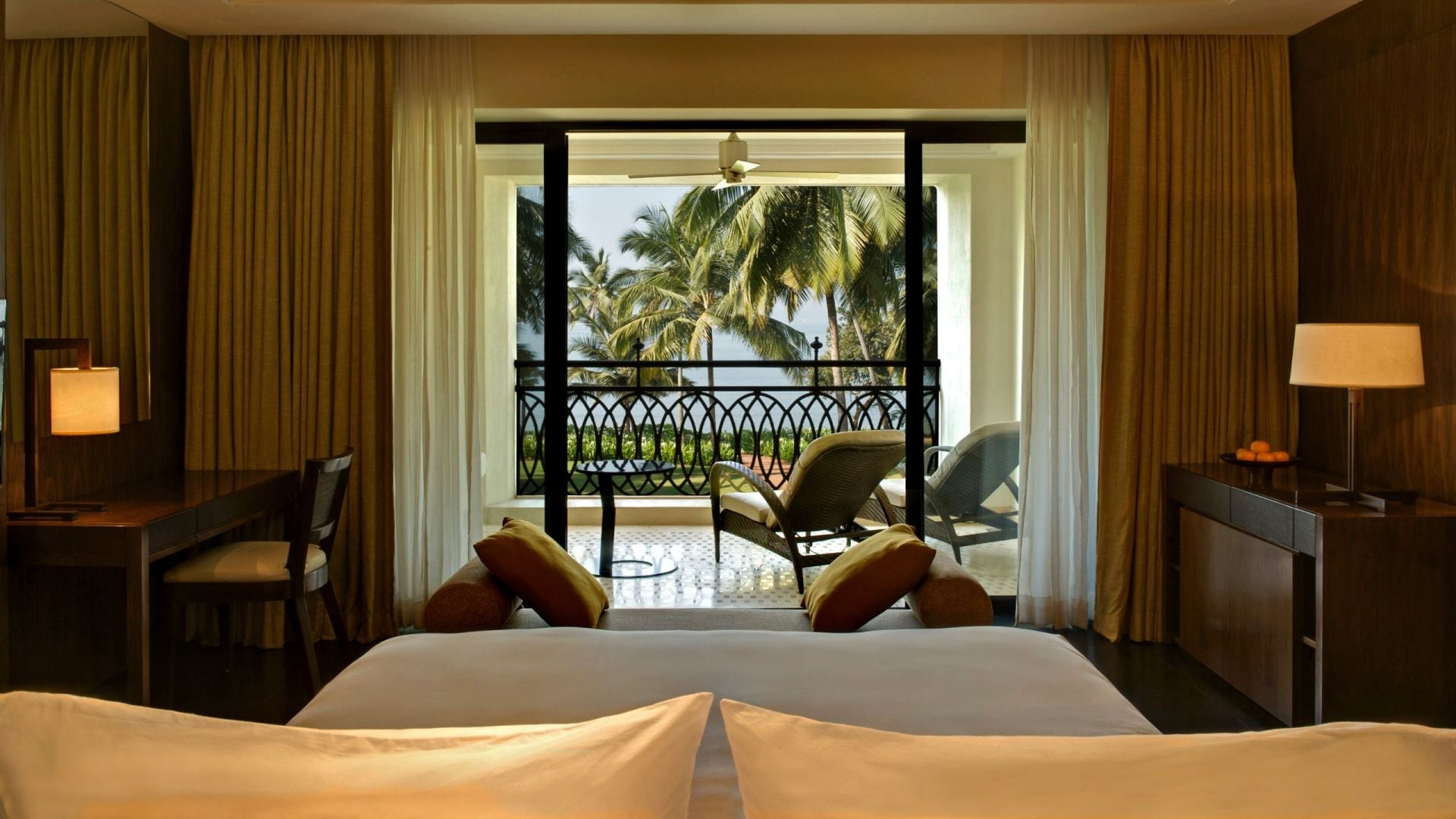 Grand Bay View Room