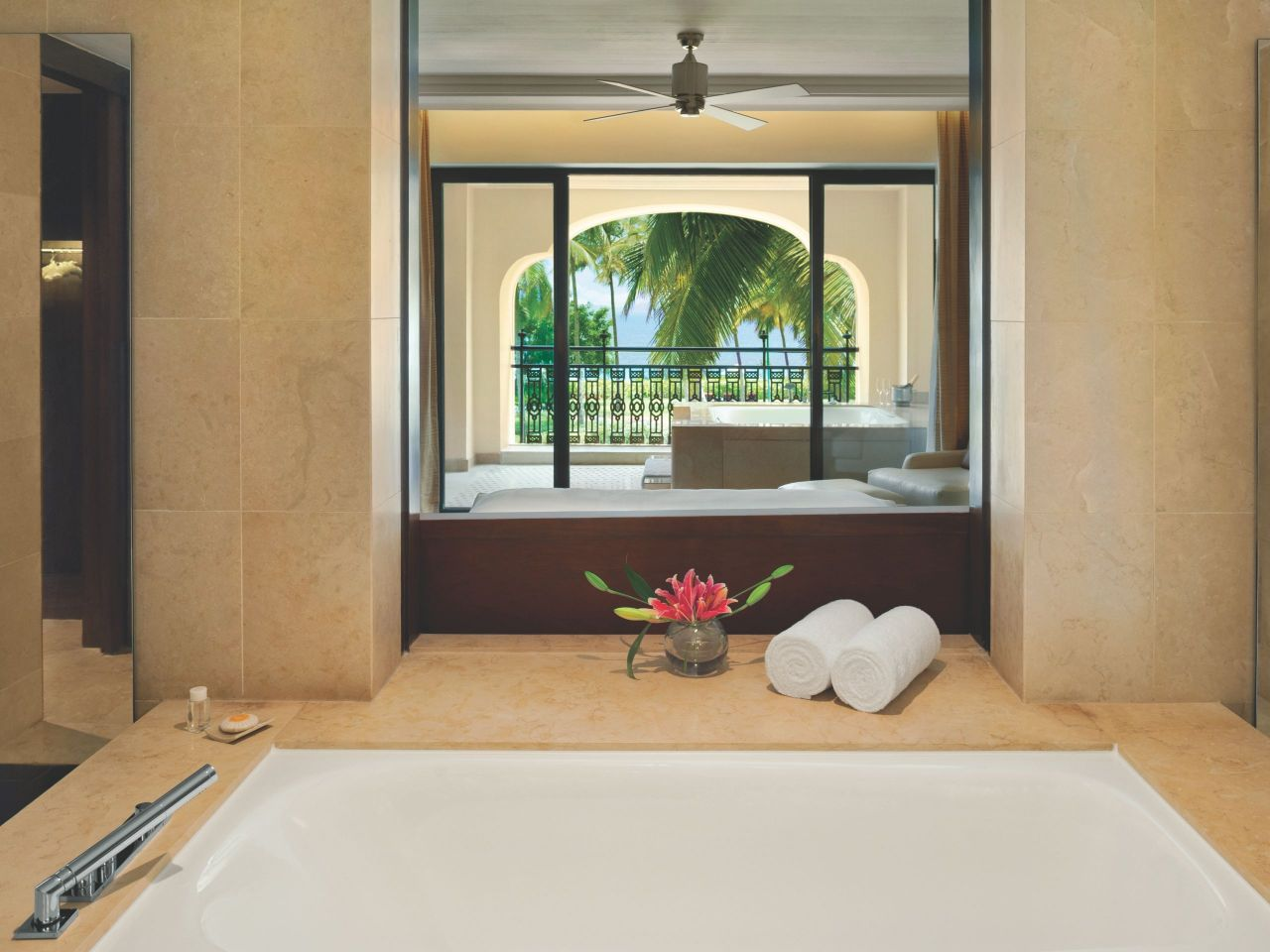 Grand Executive Suite Bathroom